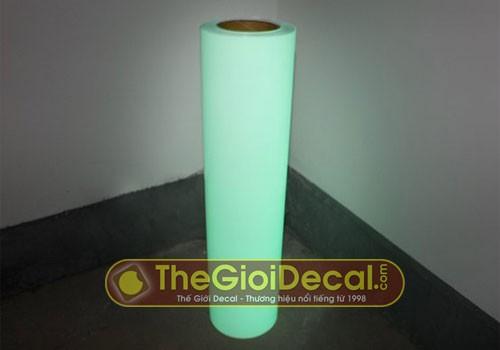 Cuộn decal nhiệt loại phản quang khi để trong bóng tối