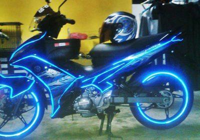 Decal phản quang trang trí xe máy