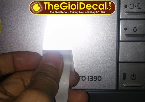 Decal phản quang ép nhiệt khi gặp đèn chiếu sáng